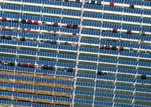 Weltweit größtes Solarcarport in Italien - Symbolbild